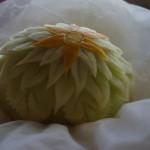Figura carvingowa w żółtym melonie