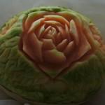 Figura carvingowa - róże na tle listków