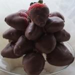 piramida z truskawek w czekoladzie