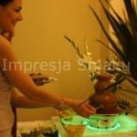 Goście przy fontannie czekoladowej- Dworek Czardasz