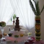 Fontanna czekoladowa z palmą owocową i rzeźbą w arbuzie