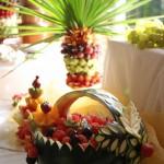 palma owocowa i koszyk z arbuza
