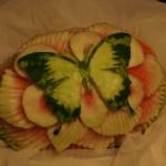 Dekoracja z arbuza - motyl na kwiatku - carving
