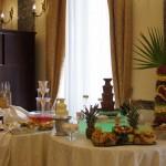 Fontanna czekoladowa i palma owocowa oraz dekoracje owocowe
