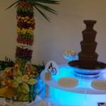 Fontanna czekoladowa na podświetlanym podeście - Zajazd Europejski