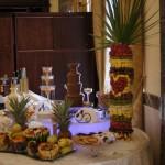 Fontanna czekoladowa na weselu w Pałacu Bursztynowym we Włocławku, atrakcje weselne, dekoracje owocowe