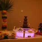 Fontanna czekoladowa z mleczną i deserową czekoladą, palma owocowa