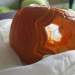Pająk na pajęczynie z dyni - carving na Halloween