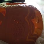 Sowa wycięta w dyni - carving Halloween