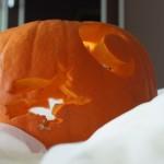 Wiedźma na miotle - dynia na halloween