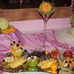 Stół owocowy i carving na 40-stkę