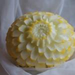 carving ślubny w żółtym melonie