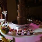 Fontanna czekoladowa i deserki na wesele