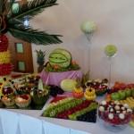 Stół owocowy i carving na wesele