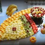 dekoracje owocowe na wesele bankiet