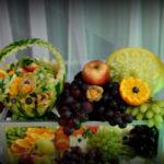 carving bufet owocowy stół z owocami fontanna czekoladowa