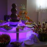 Fontanna czekoladowa Uniesienie na podświetlanym podeście oraz fontanna Entertainment