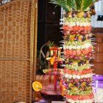Palma z szaszłykami owocowymi