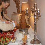 Fontanna czekoladowa i szaszłyki owocowe