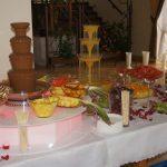 Fontanna czekoladowa i fontanna z drinkiem