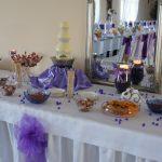 Stół z fontanną serową Uniesienie - dekoracja autorstwa Impresji Smaku