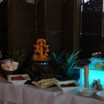 fontanna do czekolady na podświetlanym podeście