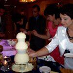 Fontanna z dipem serowym i fontanna z mleczną czekoladą