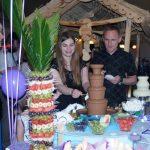 Fontanna czekoladowa na podświetlanym podeście i palma z owoców Konin