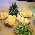 Owocowe przekąski do fontanny czekoladowej, palmy z szaszłykami owocowymi, fontanna z czekoladą, fontanna do drinków