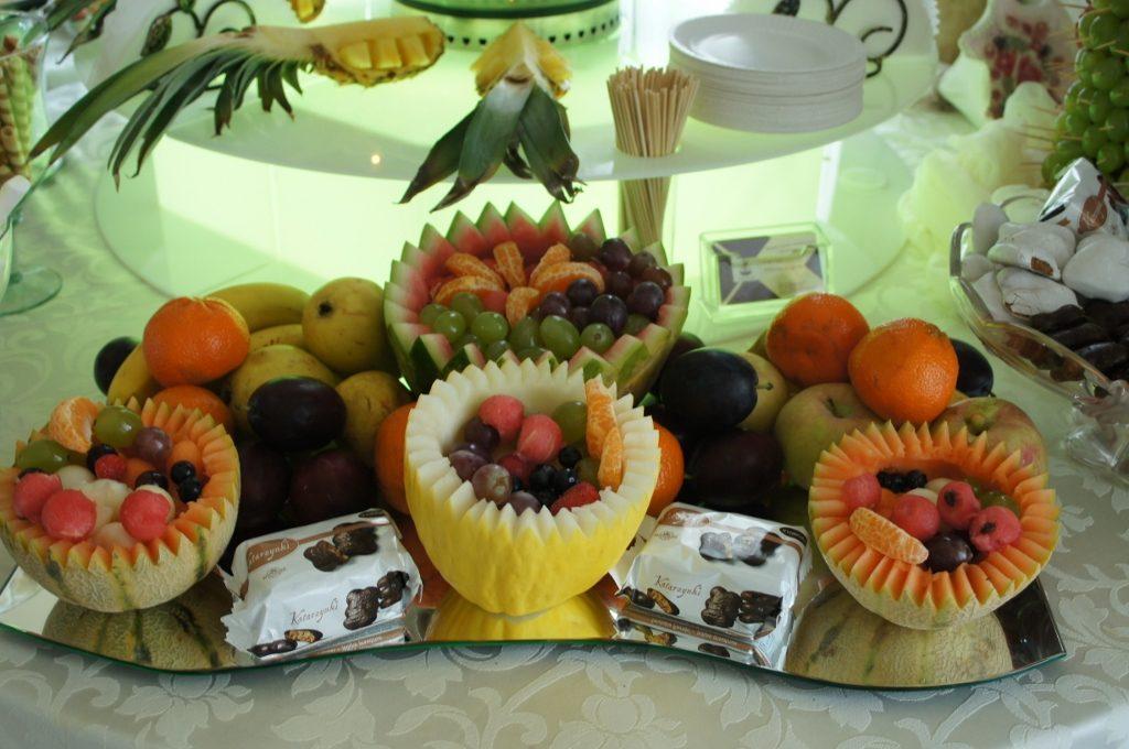 Owocowe koszyczki, dekoracje owocowe