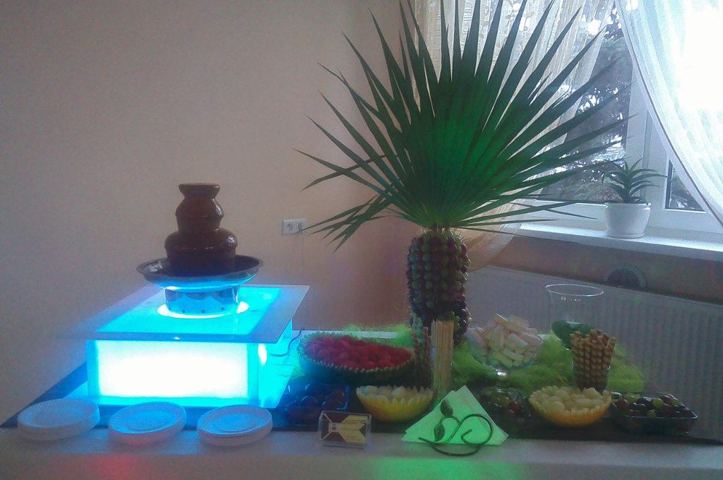 Fontanna czekoladowa i palma owocowa - Restauracja Milka w Kole