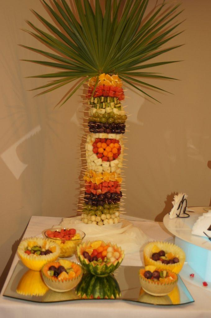Palma z owoców i owocowe półmiski
