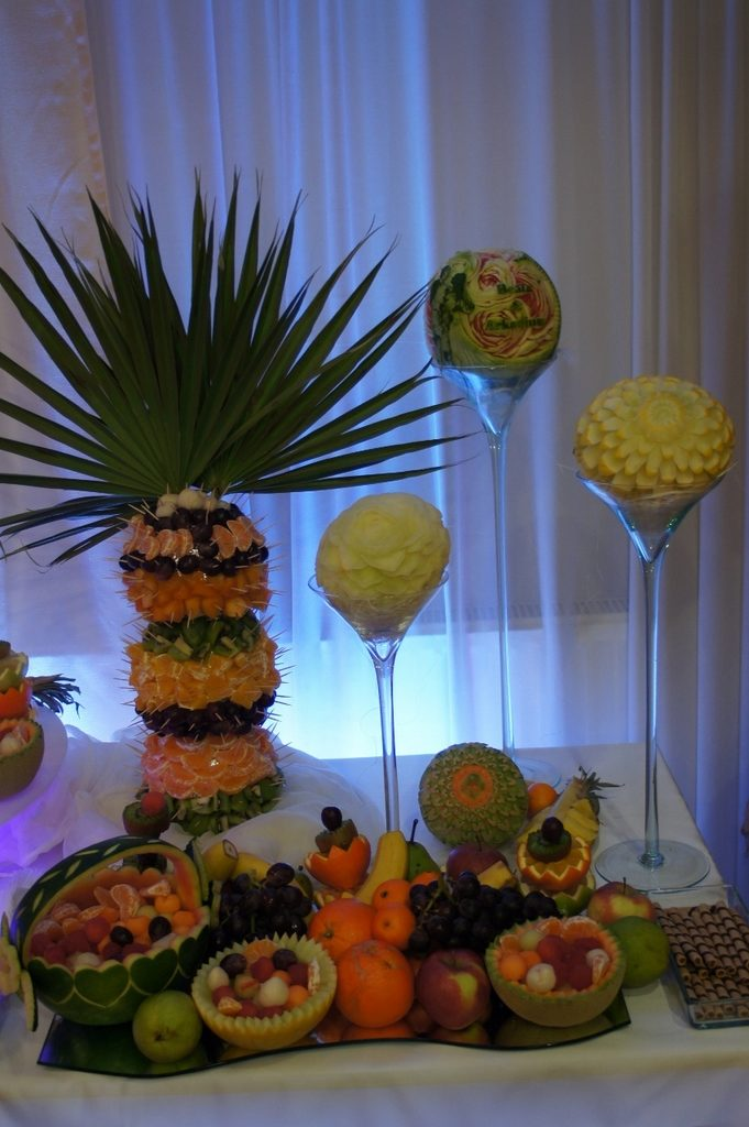 Bufet owocowy i carving