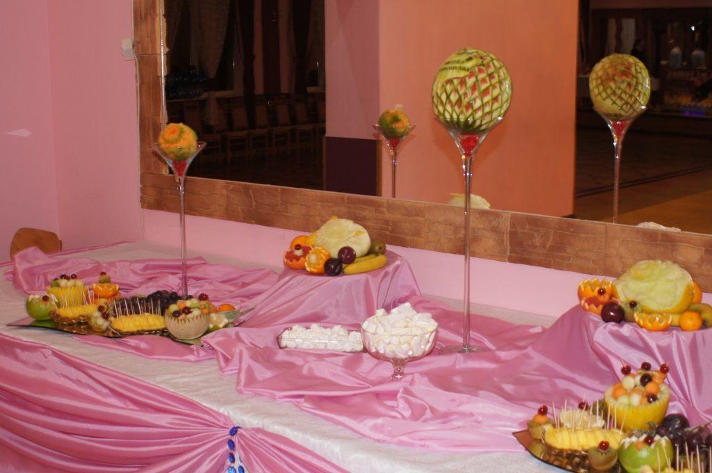 Carving i dekoracje owocwe - owocowy stół