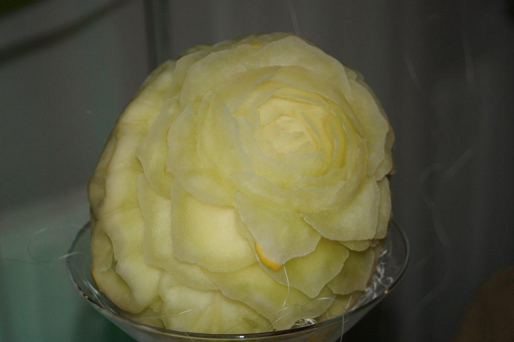 Dekoracja ślubna w melonie żółtym - róża i serca