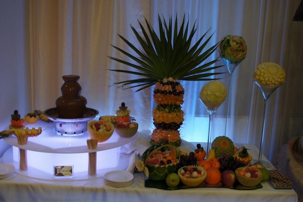 Fontanna czekoladowa i bufet owocowy, carving