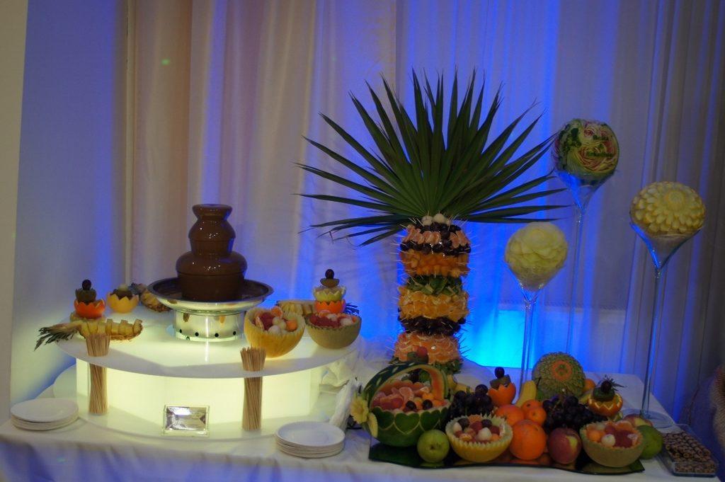 Fontanna czekoladowa, palma owocowa, dekoracje owocowe