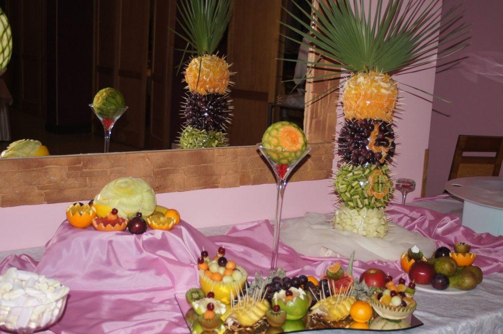 Owocowe dekoracje i fontanna czekoladowa Kłodawa