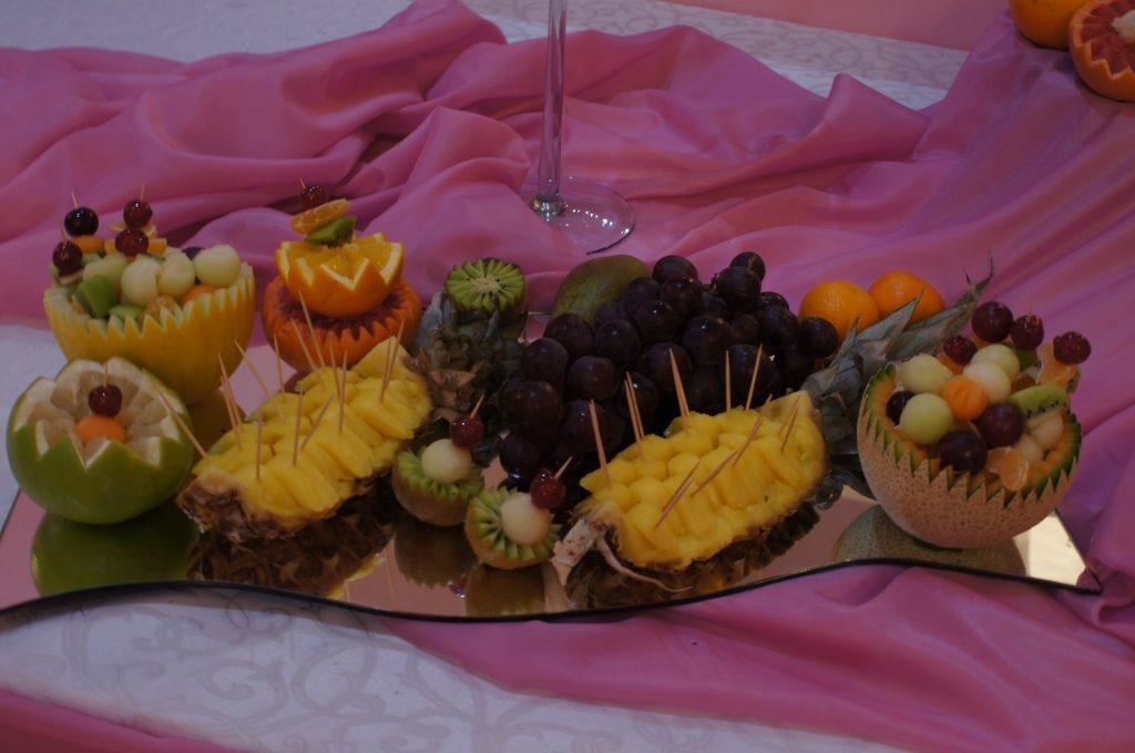 owocowe dekoracje - bufet owocowy w Kłodawie