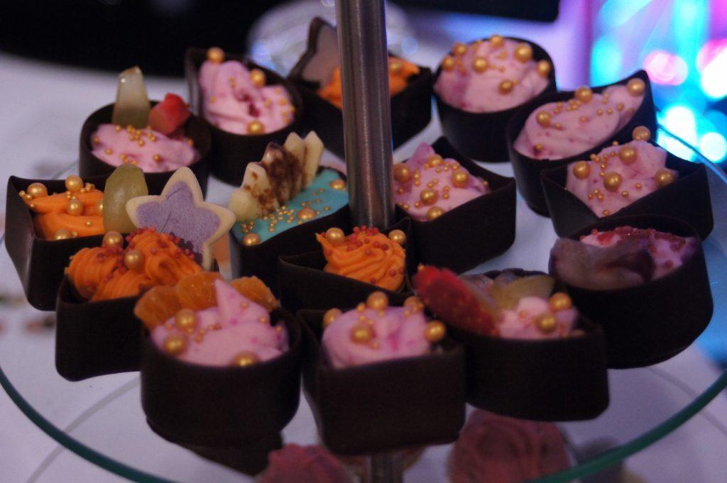 Deserki w czekoladowych foremkach - Candy Bar-