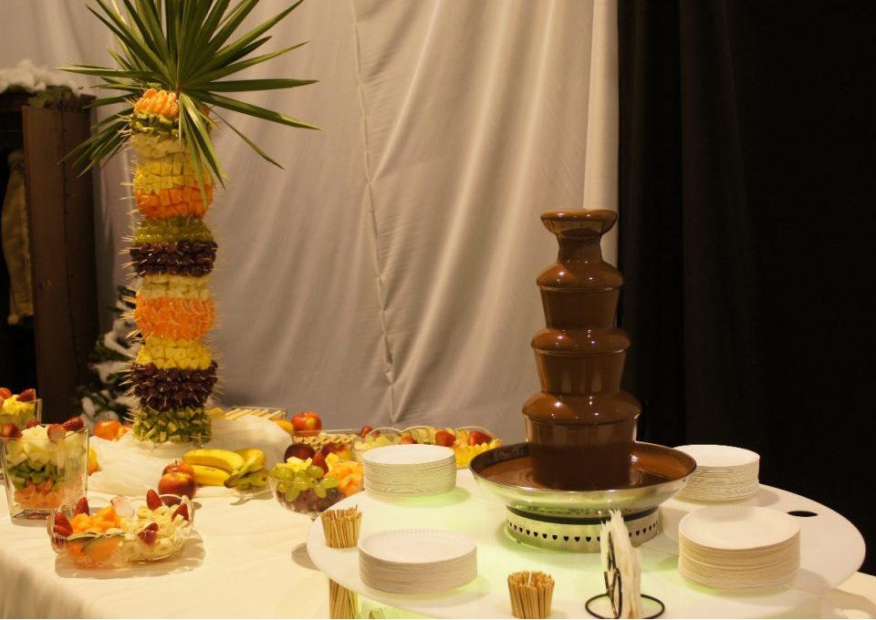 Fontanna czekoladowa i palma owocowa na studniówce VI LO w Poznaniu