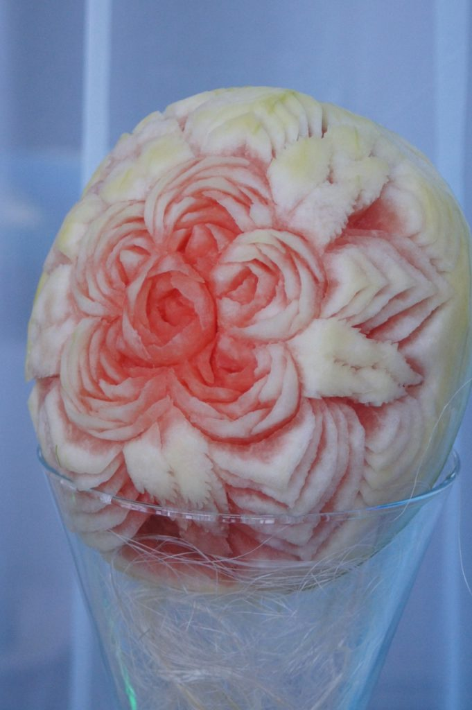 carving - róże w arbuzie