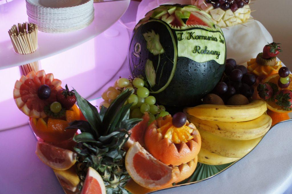 Bufecik owocowy i carving na Komunię