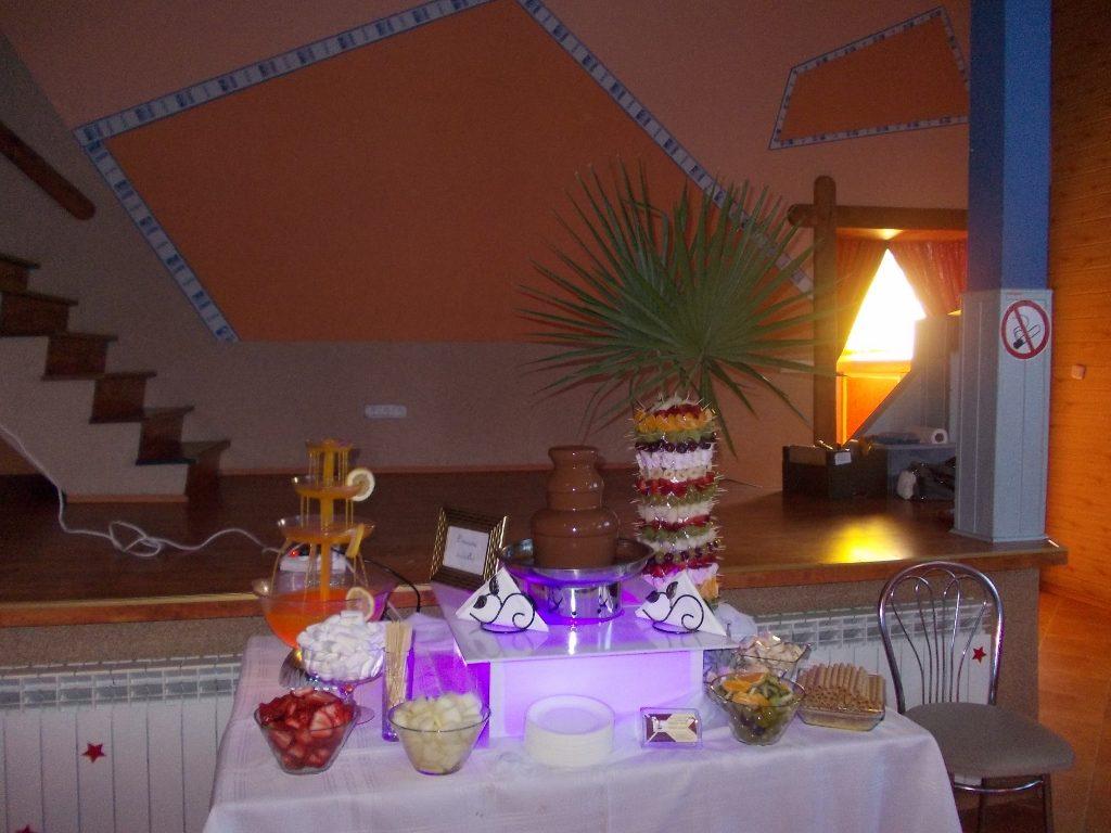 Fontanna czekoladowa i palma owocowa Wyszanów