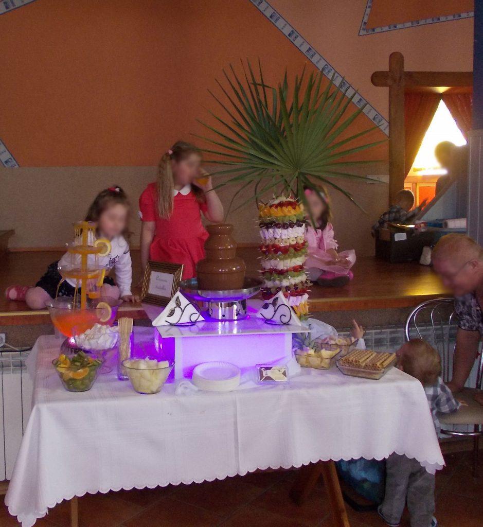 Fontanna z czekolady na komunii w Wyszanowie