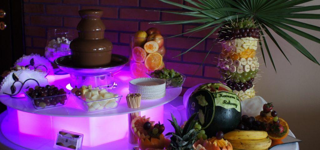 Lokal Pod Wierzbami, fontanna czekoladowa i bufecik owocowy, Mąkolno