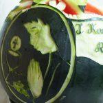Rzeźba w arbuzie na I Komunię