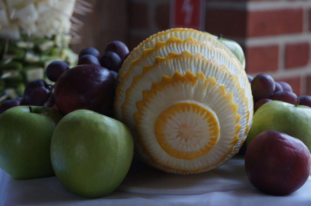 Bufet owocowy, carving, fontanna czekoladowa - Zamek Topacz, Ślęza