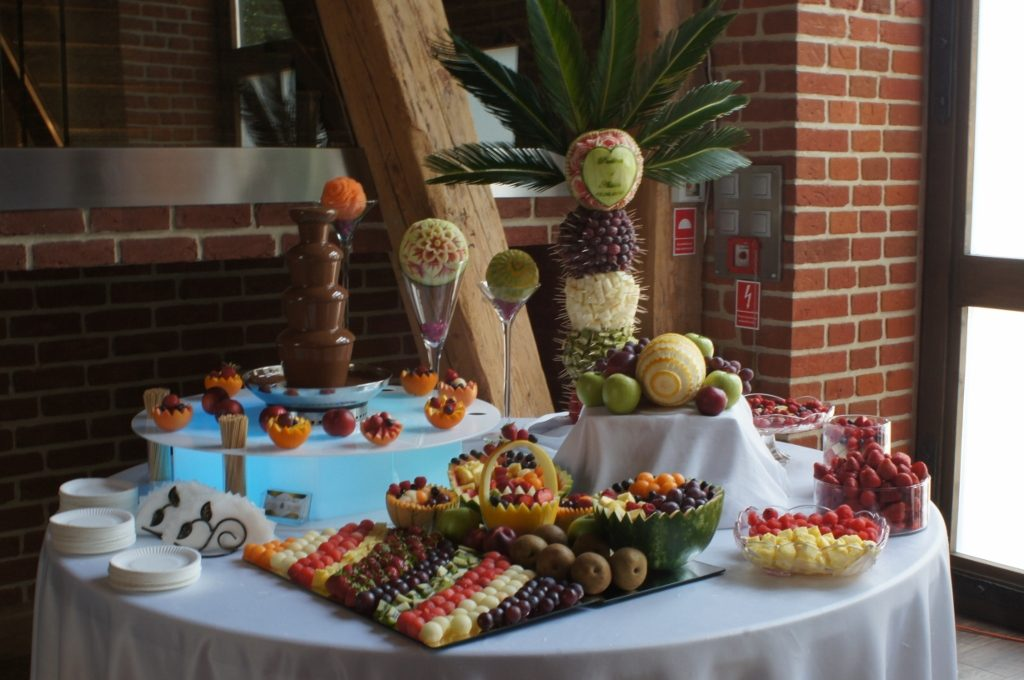 Bufet owocowy i fontanna czekoladowa - Zamek Topacz Ślęza