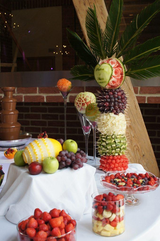 Palma owocowa i carving z dekoracjami owocowymi - Zamek Topacz Ślęza